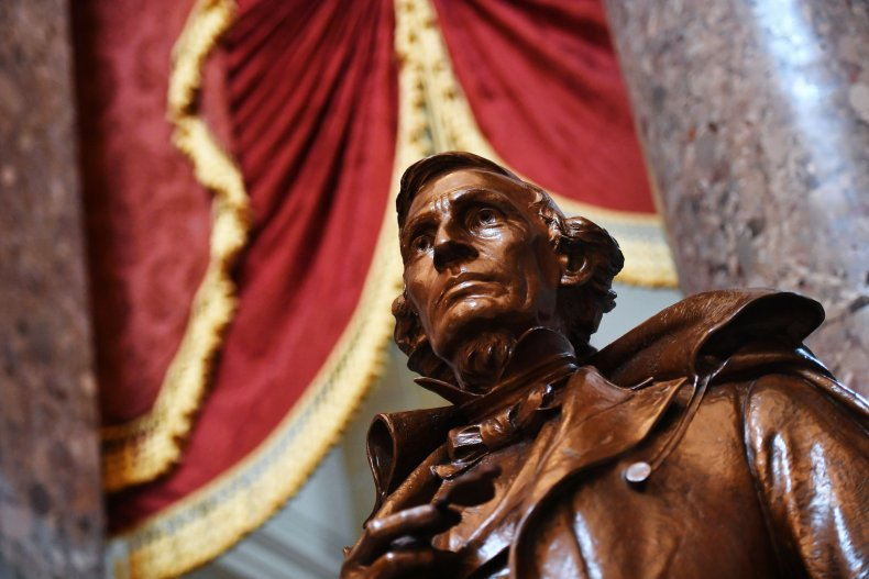 Confederate Statues Capitol House Votes to Remove