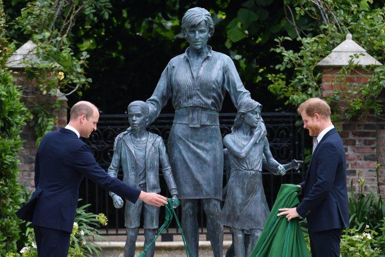 Princess Diana statue unveiled
