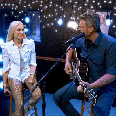 Gwen Stefani and Blake Shelton performing