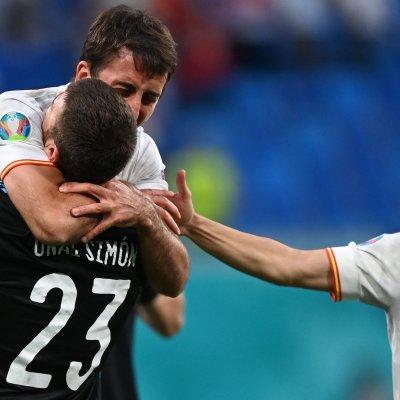 Spains goalkeeper Unai Simon celebrates beating Switzerland