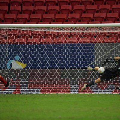 Argentinas goalkeeper Emiliano Martinez