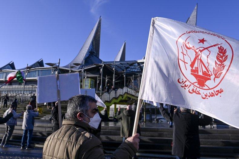 Man with MEK flag outside Belgium court