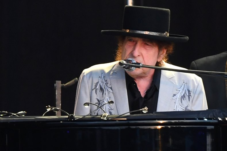 Bob Dylan performs in London