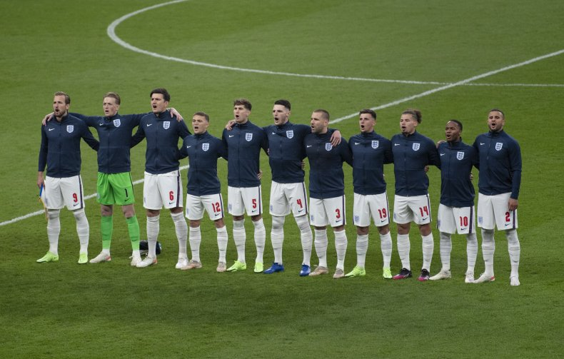 The England team sing the national anthem