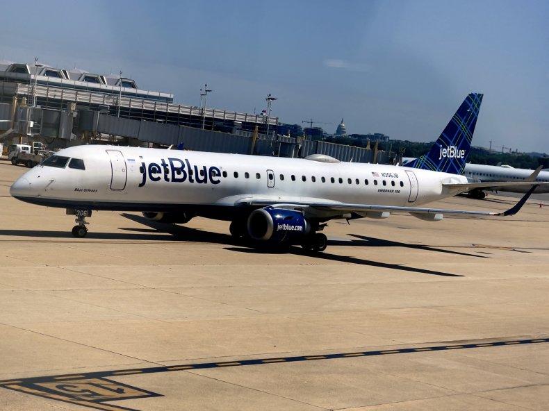 JetBlue flight taxis on tarmac