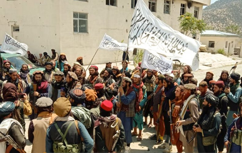 Taliban, raising, flag, after, victories, in, Afghanistan