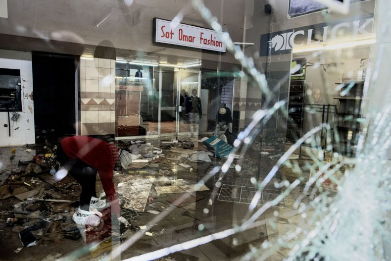 South African mall looted