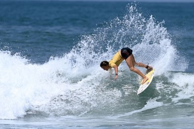 Sally Fitzgibbons surfing