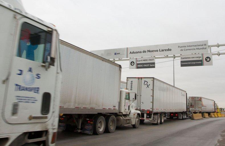 laredo border illegal immigrants trucks