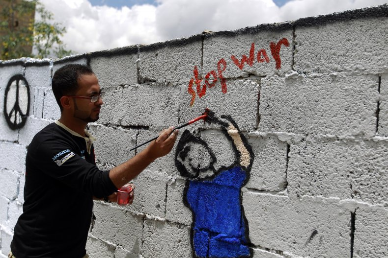 A Yemeni artist paints