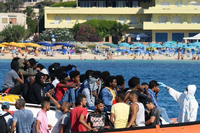 Libya migrants entering Italy
