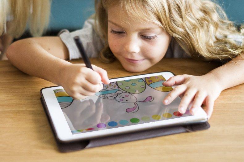 Kuu Huub ReColor coloring book children's privacy