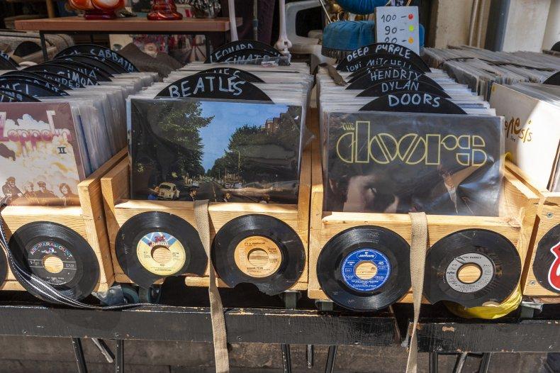 Vinyl record 'melts' in British 'heatwave'
