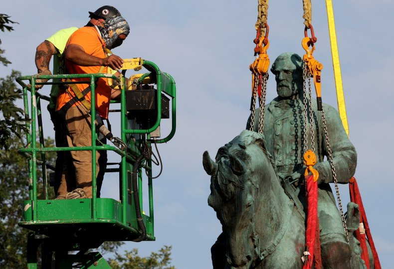 Workers Remove Statue of Robert E. Lee