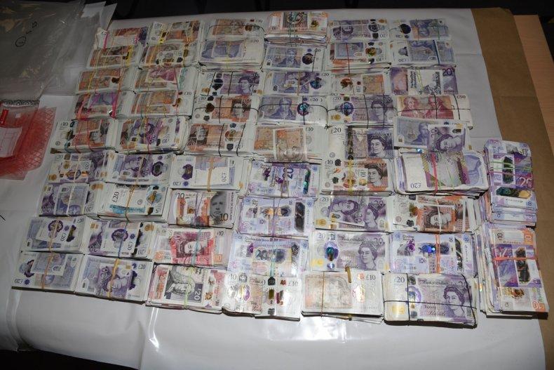 Najděte peníze v pytlích
