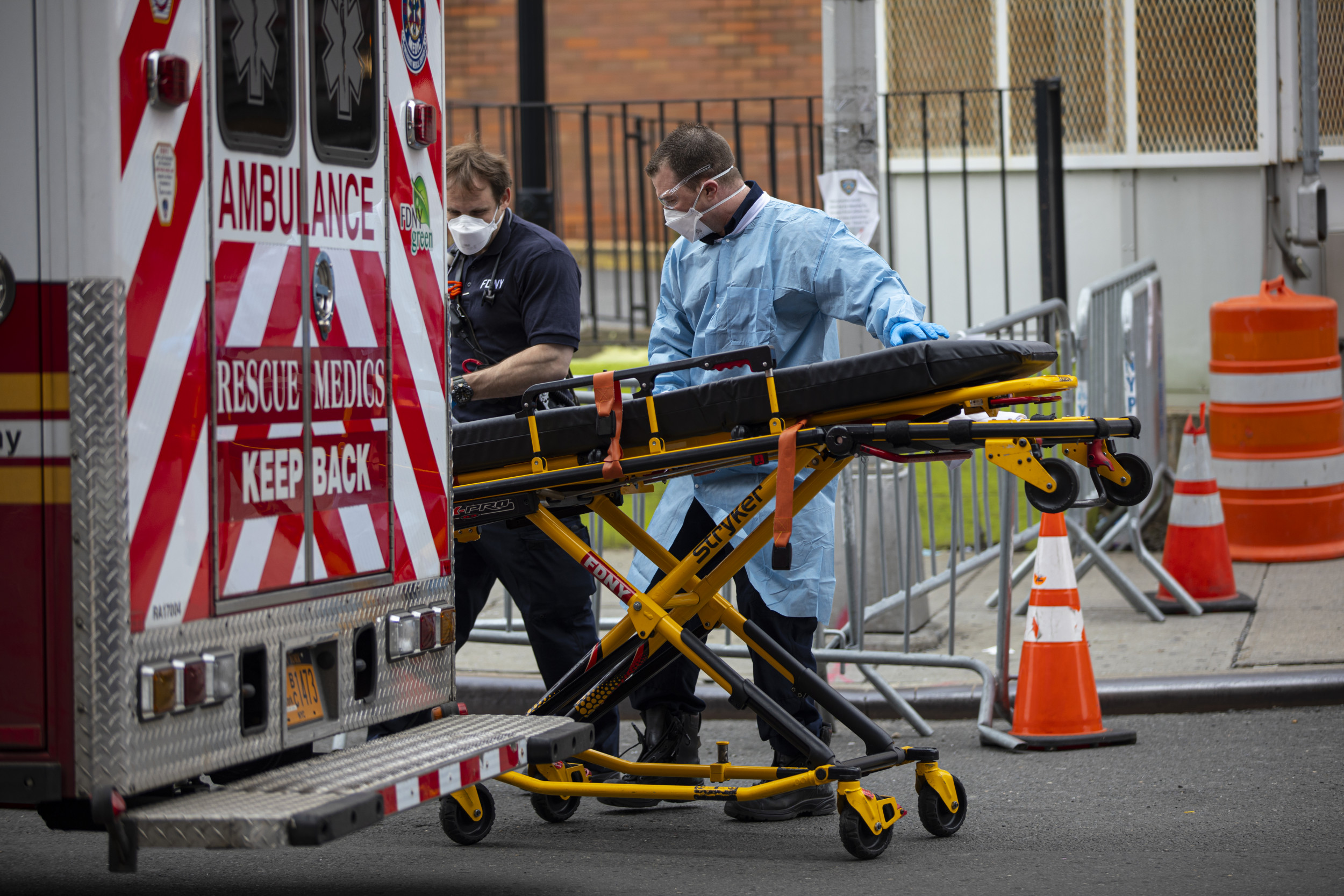 Man Escapes From Stretcher, Flees Ambulance in Video Viewed 6.9M Times