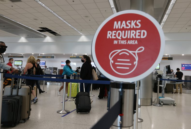 Mask required sign at Miami airport