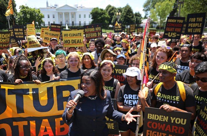 Bush criticizes Democrats over eviction moratorium