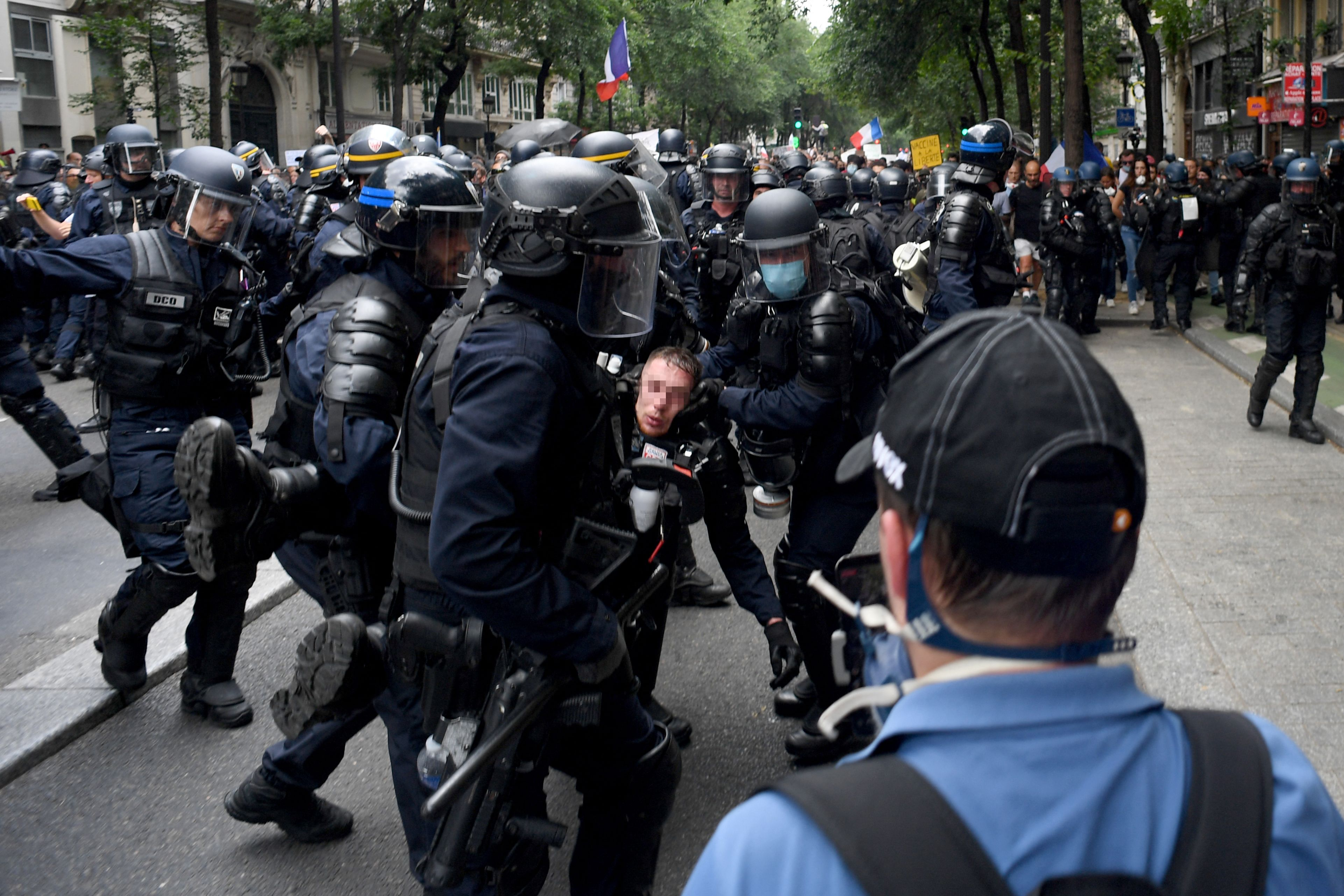 French Police Deploy Tear Gas to Disperse Crowd Protesting COVID Passes