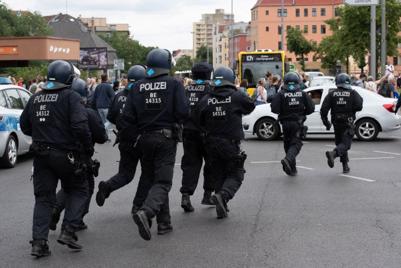 Berlin police clash with anti-lockdown protesters