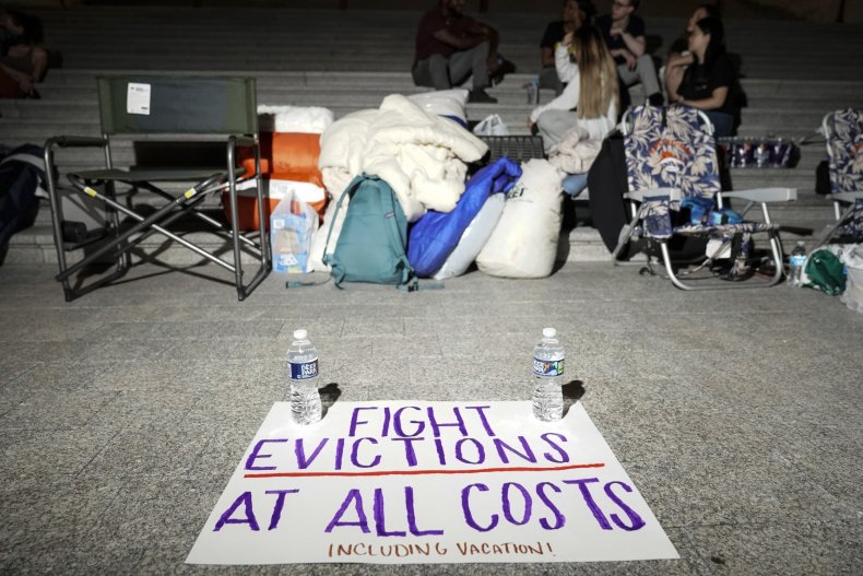 Eviction moratorium expires while Democrats feud