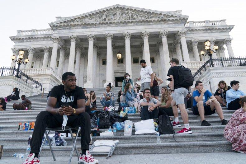 Moratorium extension protestors
