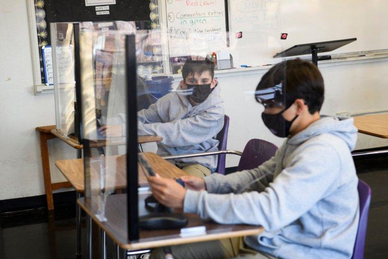 Education secretary backs masks in schools