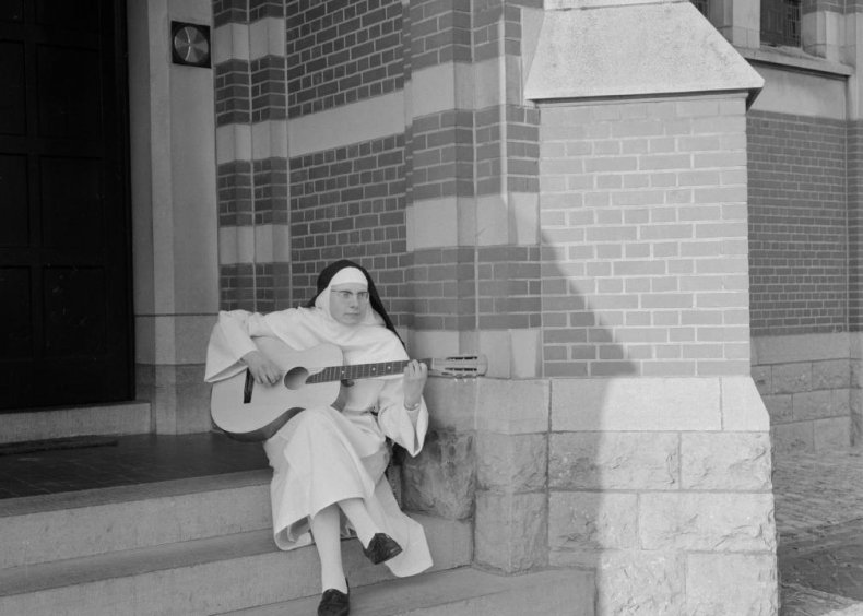 'Dominique' by The Singing Nun