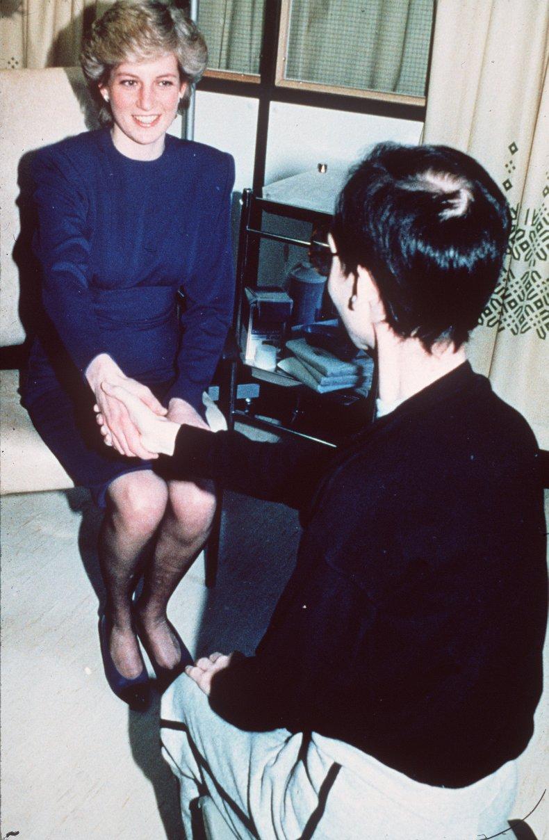 Princess Diana Handshake With Aids Patient