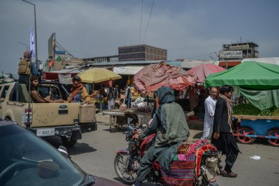 Markets reopen in Kabul under Taliban watch