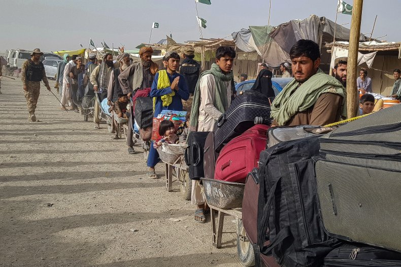 Afghan nationals queue at the Pakistan-Afghanistan border