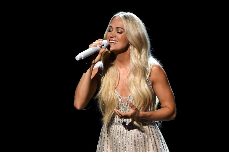 carrie underwood singing at country music awards
