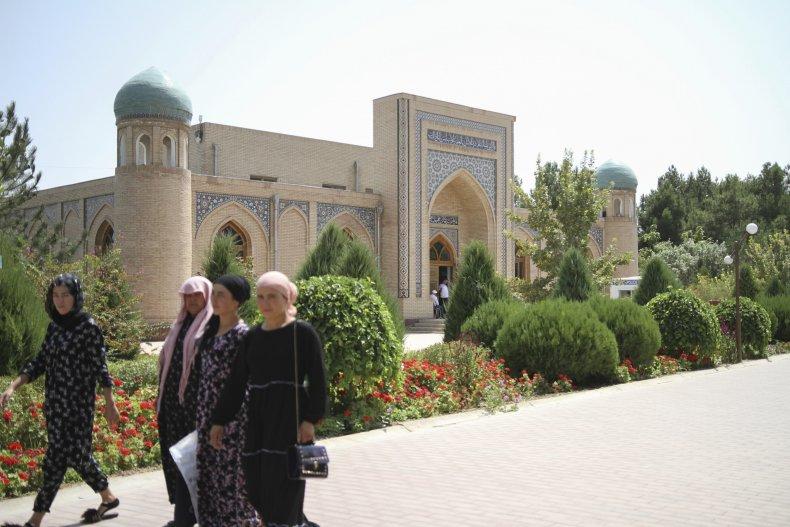 Women in Termez, Uzbekistan