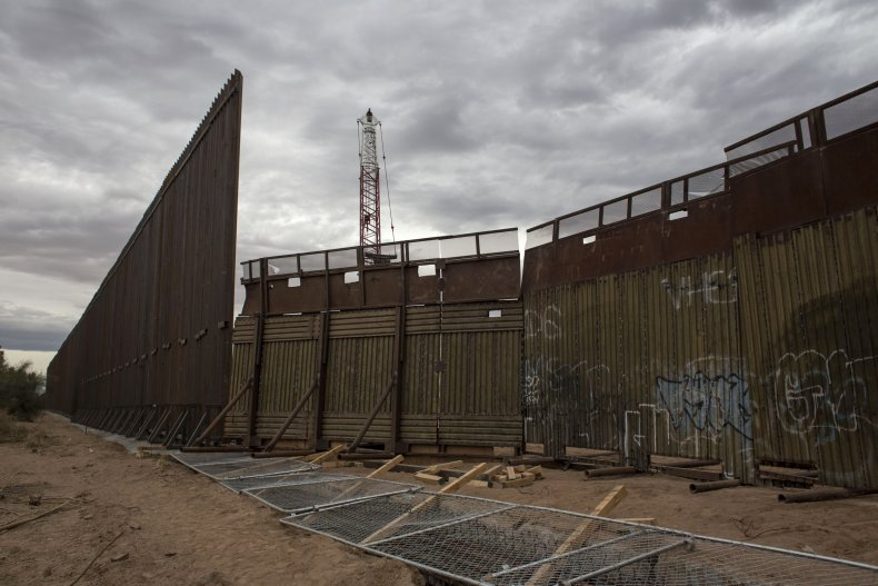 Mexicali border wall, Zenger