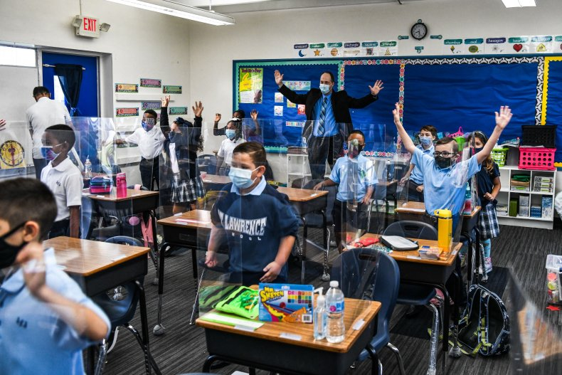 Students wear masks Florida school