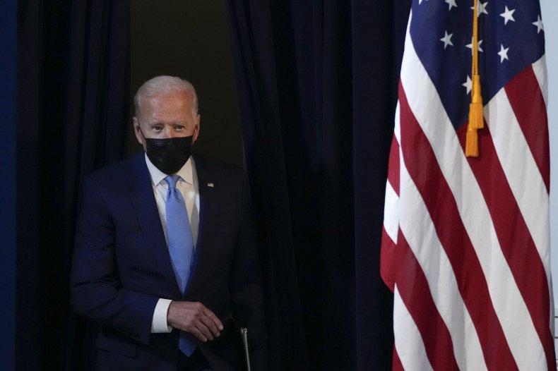 Joe Biden wearing a face mask