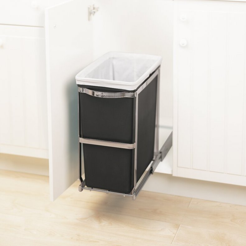 Pull-out trash can