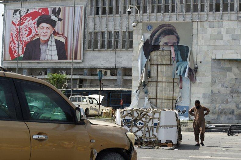 Kabul airport changing poster to Taliban