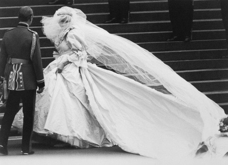 Princess Diana Wearing Wedding Train