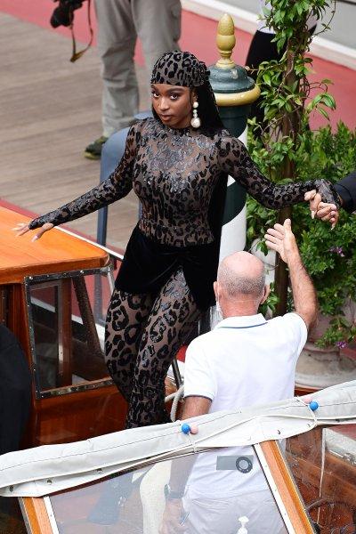 Normani asiste al espectáculo de Dolce Gabbana, Venecia