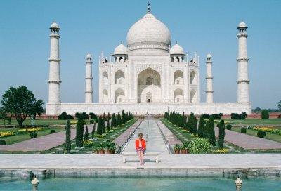 Princess Diana Sits Alone at Taj Mahal