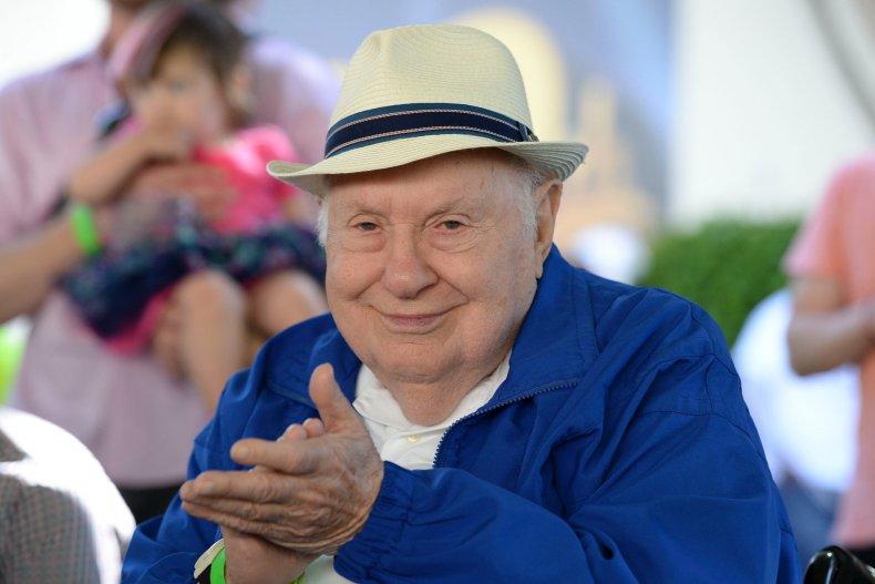 Reuben Klamer dies aged 99