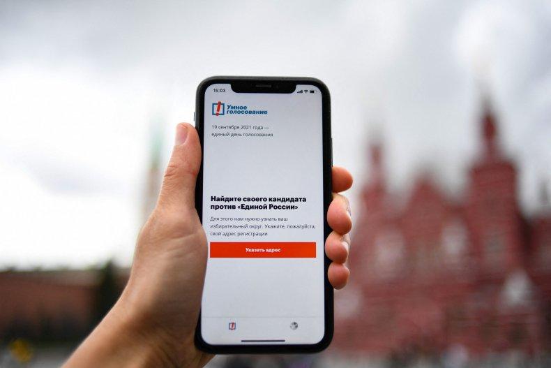 Smart phone with Navalny app