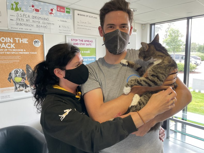 Couple Reunites with Cat after Decade