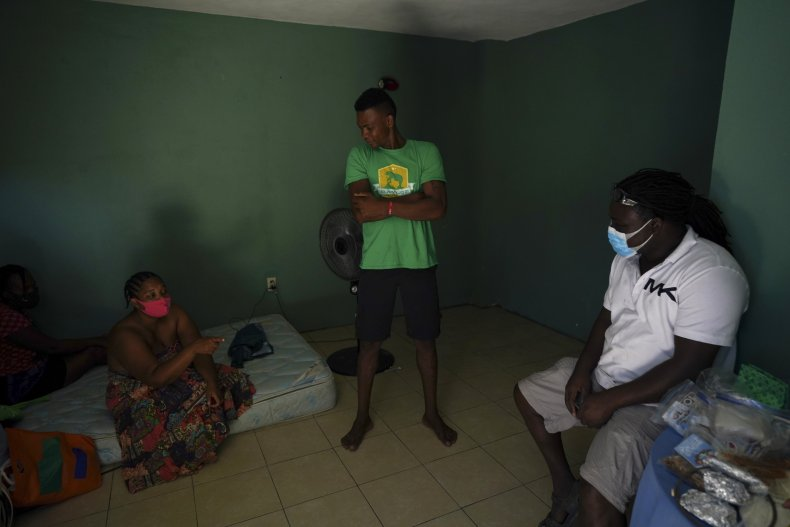 Mexican Families Help Haitian Migrants