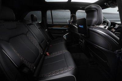 2022 Jeep Grand Cherokee interior