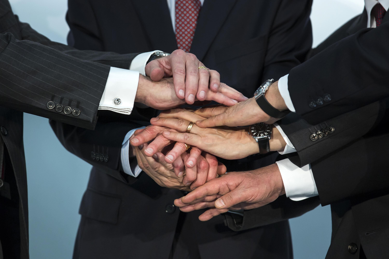 Renault-Nissan-Mitsubishi Alliance Handshake