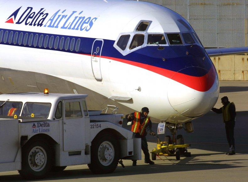 Delta Airlines pilot dies COVID-19 vaccine false