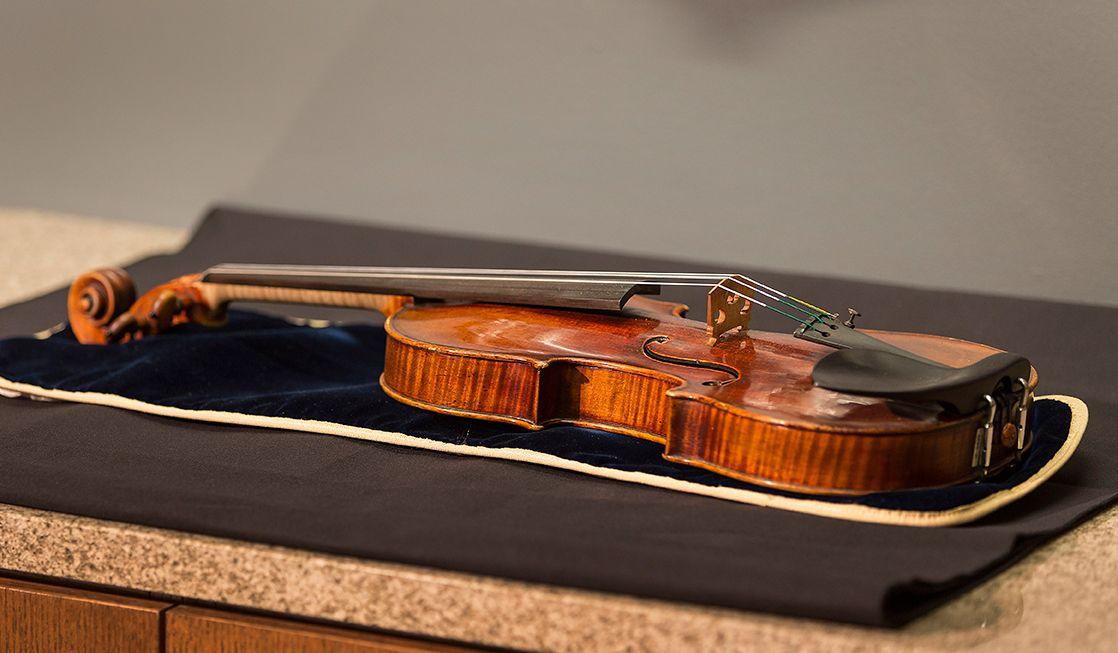 2.6_Stradivarius_TomLynnGetty