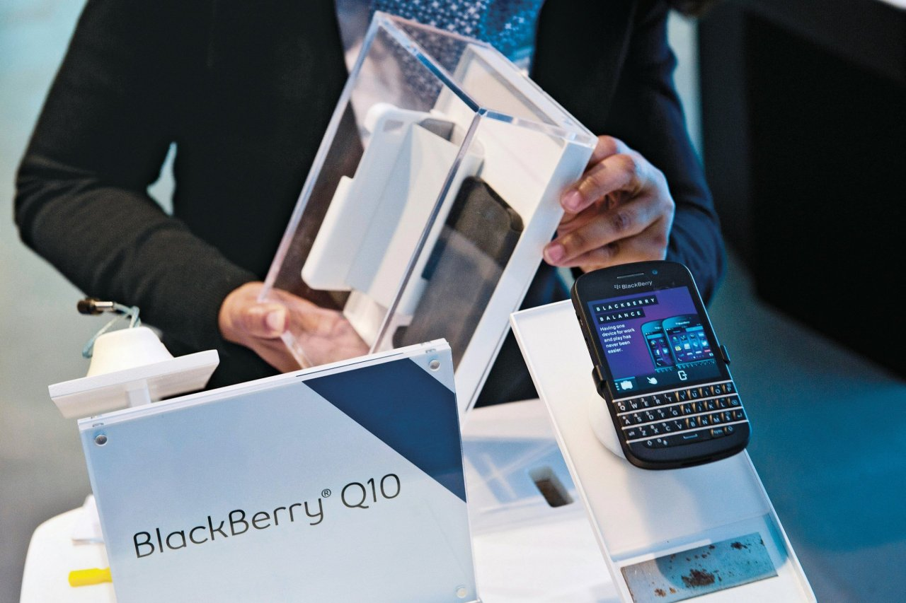 strochlic-nm0121-bye-bye-blackberry-main-tease
